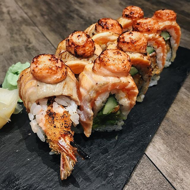 The ebi fry salmon aburi roll This version will appeal to those who prefer a lighter taste since it is lighter than shiok maki without all the mayo! $16.90 #thesushibar #sushi #ebi #aburi #salmon #japfood