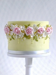 """My heart is fluttering over how pretty this cake is bt """"Made With Love"""""""