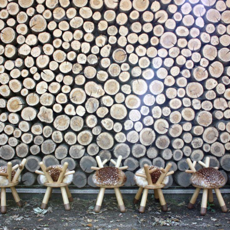Super sød og skøn børnestol Bambi stol med imiterede skind fra EO Elements Optimal, designet af af japanske Takeshi Sawada. Bambi stolen vil pynte på ethvert børneværelset samt i stuen.