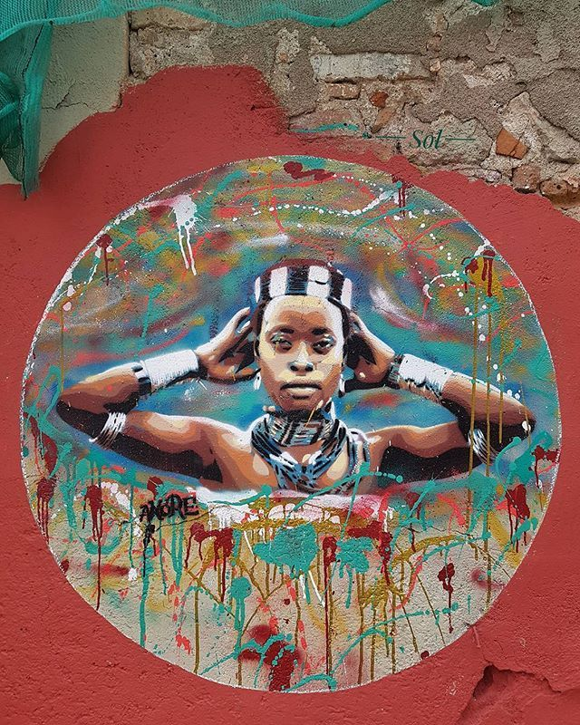 Artist @akore_artist 🔘 Graffiti en la city of Barcelona  #match_colour #www_colors #infinity_colors #unitedcolors_in #tv_rainbow #loves_rainbow #colourful_shots #babaluba #jj_colorful #raconsde_detalls #rsa_vsco #rsa_ladies #loves_united_colors #pocket_colors #metro_affair