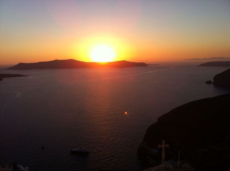 10 Seconds before the Sun gone for the Day. Santorini