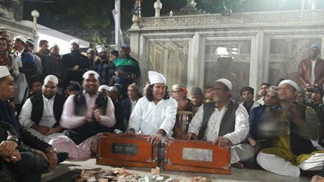 #LOCALTURNON #shares a #glimpse of the #Nizami #Bandhu @ the #shrine #Hazrat #Nizamuddin #Dargah #Delhi ....... The #setting, the #voice , the #music, the #peace , the #bliss
