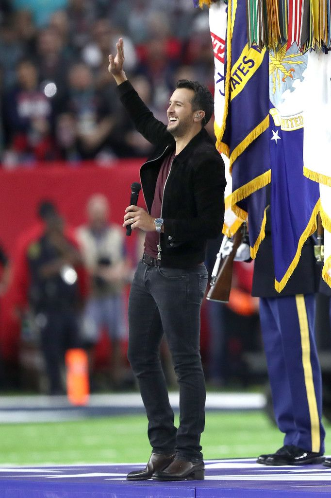 Luke Bryan Photos - Musician Luke Bryan sings the national anthem prior to Super Bowl 51 between the Atlanta Falcons and the New England Patriots at NRG Stadium on February 5, 2017 in Houston, Texas. - Super Bowl LI - New England Patriots v Atlanta Falcons