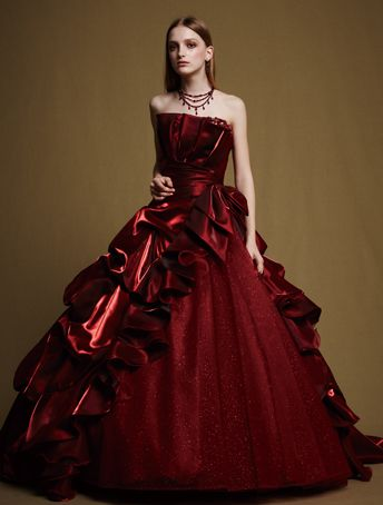 ECM001 I give off a shiny presence is chambray satin deep red. Beading shining from the chest ruffle three-dimensional is gorgeously decollete. The skirt you issue the volume in tacking, color dress of the leading role that twist glitter tulle.