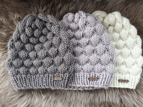 This knitting pattern has been developed by me in the Swiss Alps. It is suitable for an advanced beginner. You need to be familiar with knit, purl and drop stitches.
