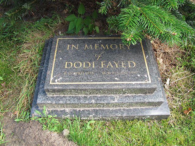 Princess Diana Burial Site Photos Memorial To Dodi Fayed