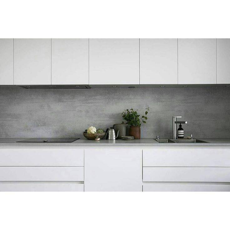microcement backsplash. We ship our high-quality Z Counterform microcement anywhere in Europe. ・・・ #granyanser #zcounterform #diy #microcement #microtopping #mikrosementti #mikrosement #backsplash #välitila #kitchen #keittiö #kök #design #interior #minimalism #minimalist #interior4all #finahem #nordiskhjem #whitehome #witwonen #sfs #repost #gofollow