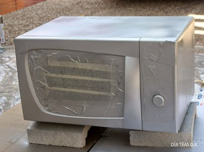 Pintar un microondas blanco con pintura plata en spray d a - Pintura para microondas ...