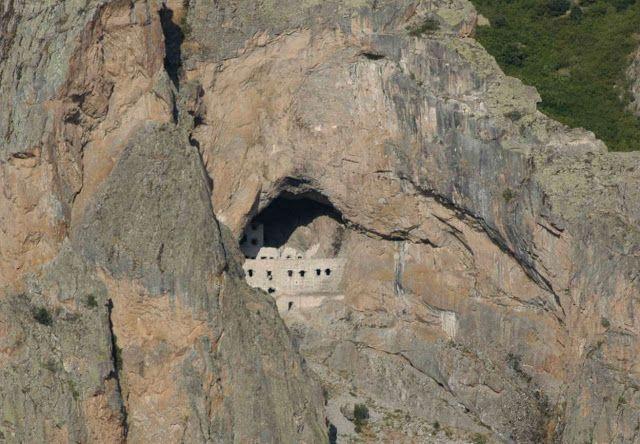 Santeos: Η μονή της Παναγίας της Γαράσαρης