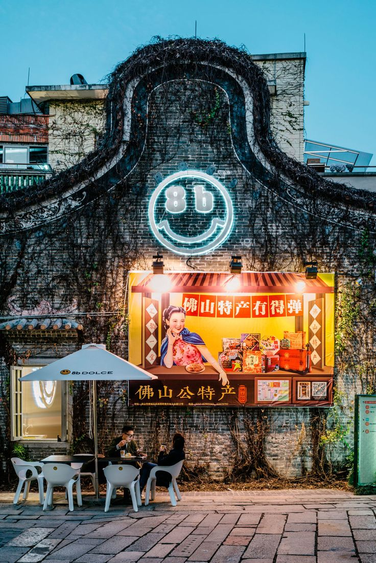 """""""8b DOLCE"""" has been making sweets to deliver smiles and happy throbs to the world. This time, it locates in Foshan - a city in the central south of Guangdong Province in China. The city neighbors Guanzhou City in the east, also Hong Kong and Macao in t..."""
