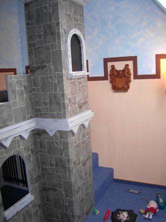 Der Turm sieht nur aus wie ein Turm. Es befindet sich noch eine Versteckte Tür im Turm. Vielleicht seht ihr was sich dahinter verbirgt.