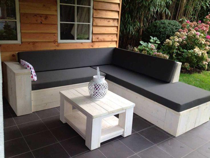 Fraaie hoekbank van steigerhout in white wash afwerking met aanzet loungedeel.
