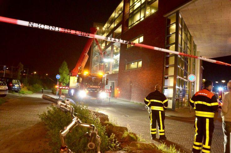Tientallen flatbewoners moeten woning verlaten bij brand in Bergen op Zoom - BergenOpZoom, Goudbaard, middelbrand - http://wp.me/p8nLn8-big