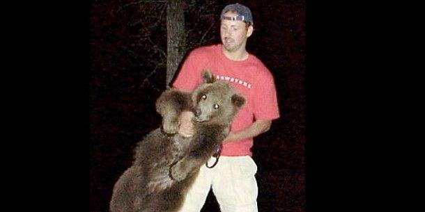 拾った小熊を10年かけて育てた人がいた!