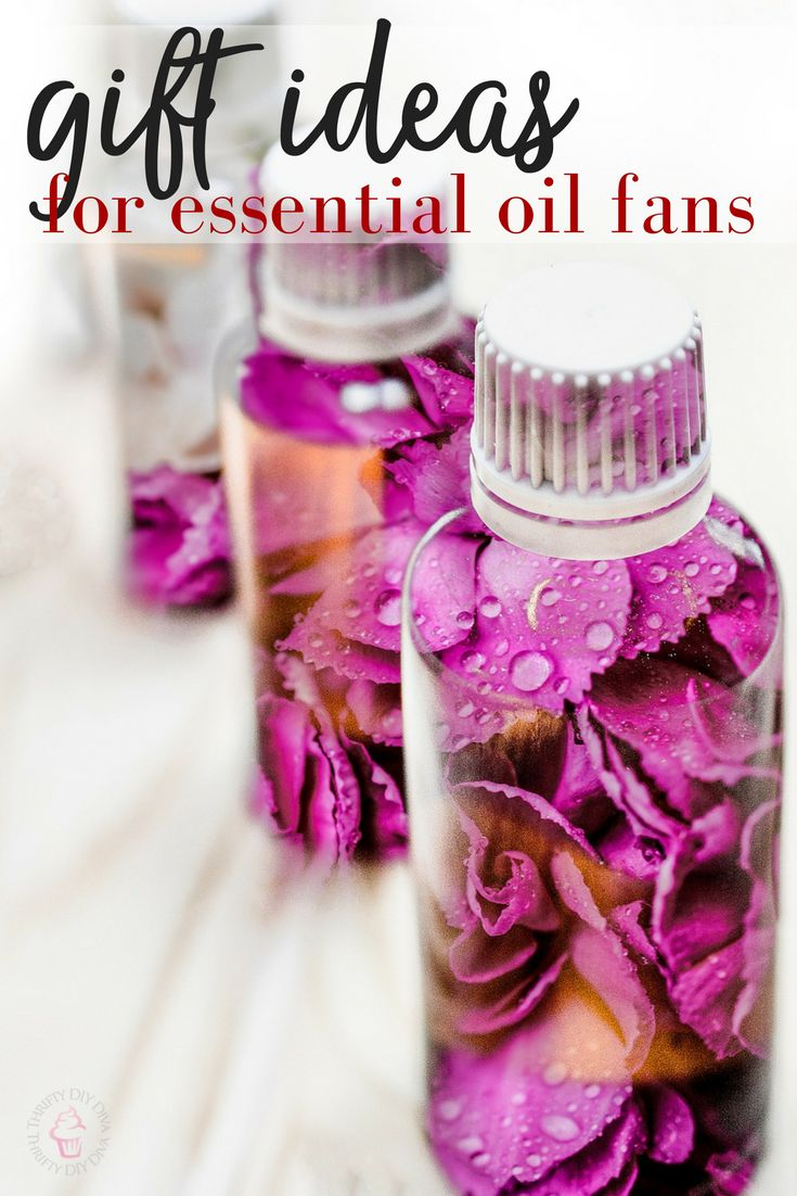 Gift Ideas for Those Who Are Fans of Essential Oils - Here are my top picks for what I would love to get as a gift - from necklaces to storage cases and more!