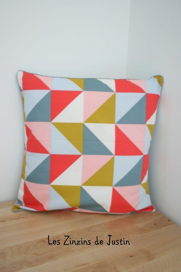 Coussins & housses, housse de coussin motif triangle geometrique est une création orginale de lesZinzinsdeJustin sur DaWanda