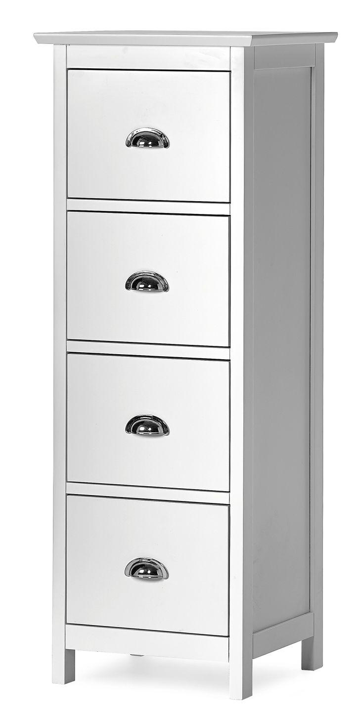 Lackad byrå med handtag i blank metall. Välj mellan flera olika storlekar och toppskivor. Byrån är monterad vid leverans. Komplettera gärna med andra möbler från Strömstad serien.