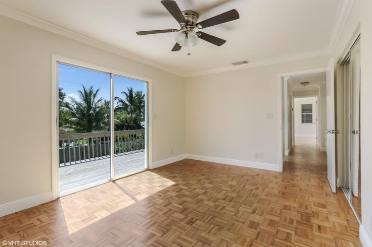 5 Beds / 3 Baths / 3,742 sqftCompletely renovated large 2-story family home located in east Jupiter/Tequesta.
