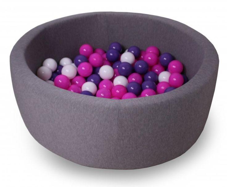 Suchy basen z piłeczkami 30x90cm + 200 piłeczek RÓŻ Basen to niesamowita frajda dla każdego malucha, nie tylko służy do zabawy, pozytywnie wpływa na rozwój dziecka, ale również doskonale się sprawdzi jako forma rehabilitacji.   Zabawa w suchym basenie niesamowicie pochłania dzieciaków bez końca, a to idealny moment odpoczynku dla rodziców.   Idealnie się sprawdzi w domu i latem w ogrodzie.