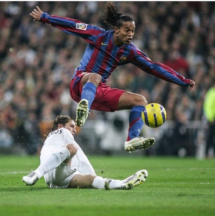 Ronaldinho Vs Sergio Ramos Best Football Players Football Soccer World Football