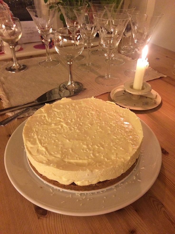 Vanseklig å bli kvitt alle julekakerestene? Her er en oppskrift på en annerledes ostekake som jeg har brukt pepperkake i. Å lage denne varianten av ostekake er en morsom, utradisjonell og smakful...