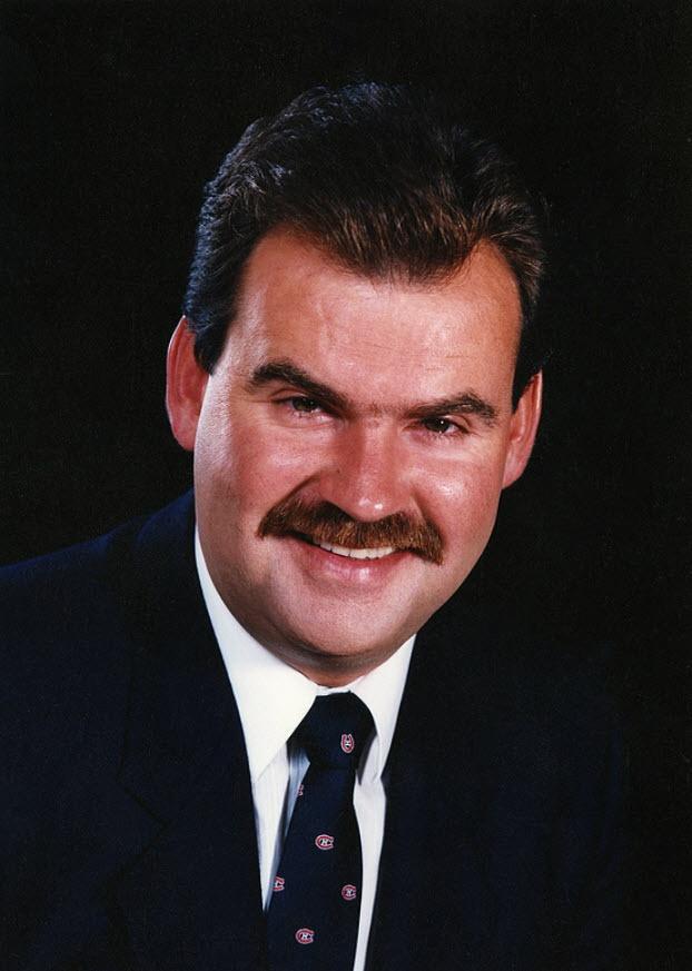 Pat Burns : Réputé pour favoriser le jeu défensif, Burns a succédé à Jean Perron derrière le banc des Canadiens lors de la saison 1988-89. Il a cédé son poste à Jacques Demers à la fin de la saison 1991-92 avec en poche un trophée Jack-Adams, une participation à la finale de la coupe Stanley, quatre participations aux séries éliminatoires et deux championnats de division. Après une longue et courageuse bataille contre le cancer, Pat Burns est décédé le 19 novembre 2010 à Sherbrooke, au…
