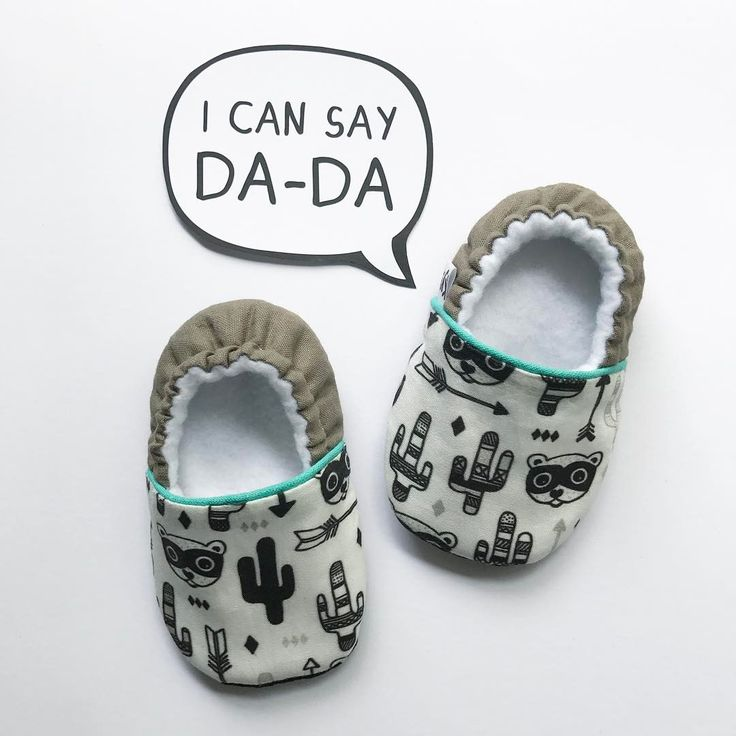 My toddler just says MaPa instead of mama or papa ... less effort, smart boy 😎😝 . . These custom made babyshoes were inspired by a very cute babyroom. Little cacti are always a good choice don't you think?