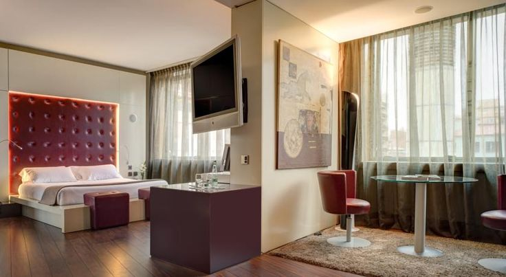 Carlemany Girona Girona Carlemany Girona is ideally situated 600 metres from the historic Barri Vell district and 400 metres from Girona Train and Bus Station. Rooms feature 32-inch flat-screen TVs and free Wi-Fi.