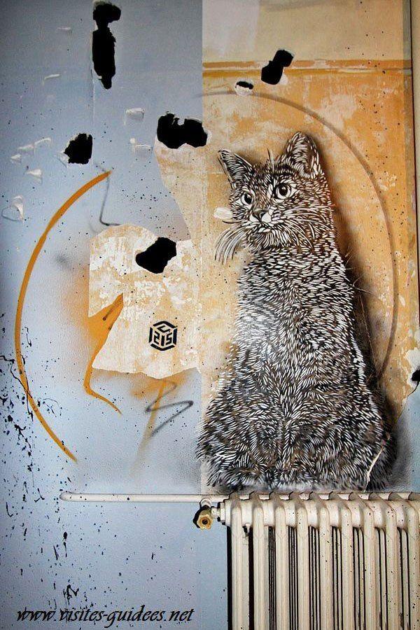 De Christian Guémy alias C 215 (1973) vitriot d'adoption, peint sur les murs de la ville, sa spécialité étant les portraits et les chats.