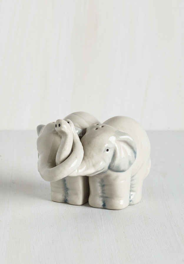 Things every elephant lover needs - These cuddling salt and pepper shakers.