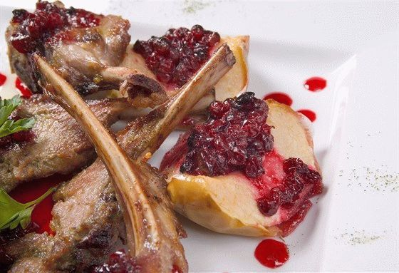 Lamb ribs with cranberry chutney