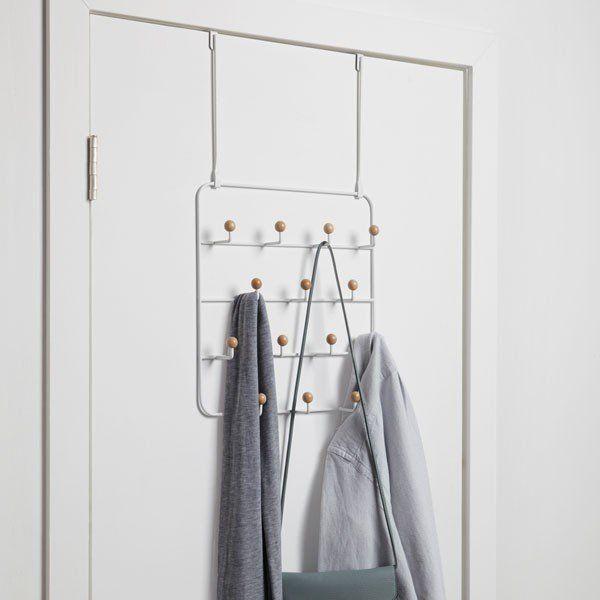 Umbra+Estique+naulakko+valkoinen+ovenpäälle
