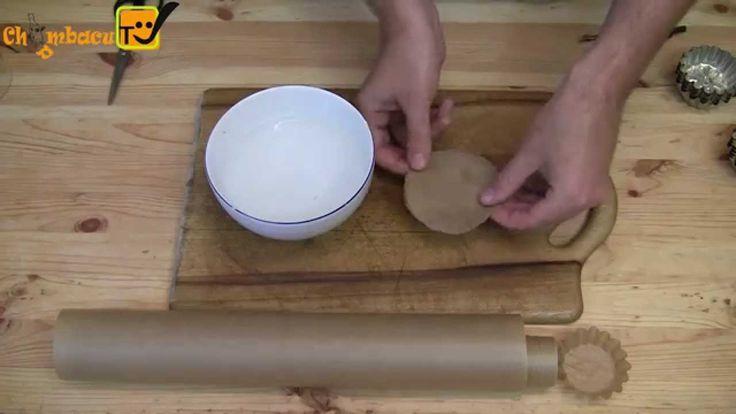 Бумажные формы для выпечки своими руками. Сделать такие бумажные формочки проще простого: Нам всего лишь понадобится бумага для выпечки, ножницы, циркуль и е...