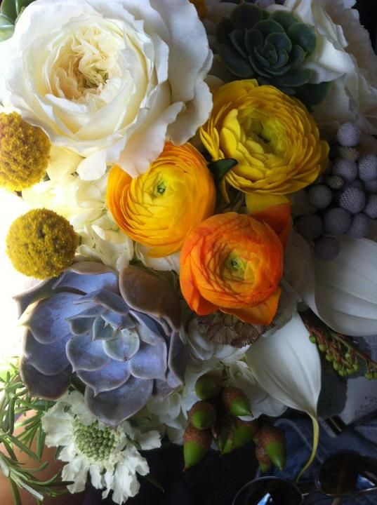sara's beautiful bouquet: White Flowers, Spring Flowers, Colors Combos, Beautiful Mixed, Colors Mixed, Beautiful Flowers, Beautiful Colour, Flowers Mixed, Beautiful Bouquets