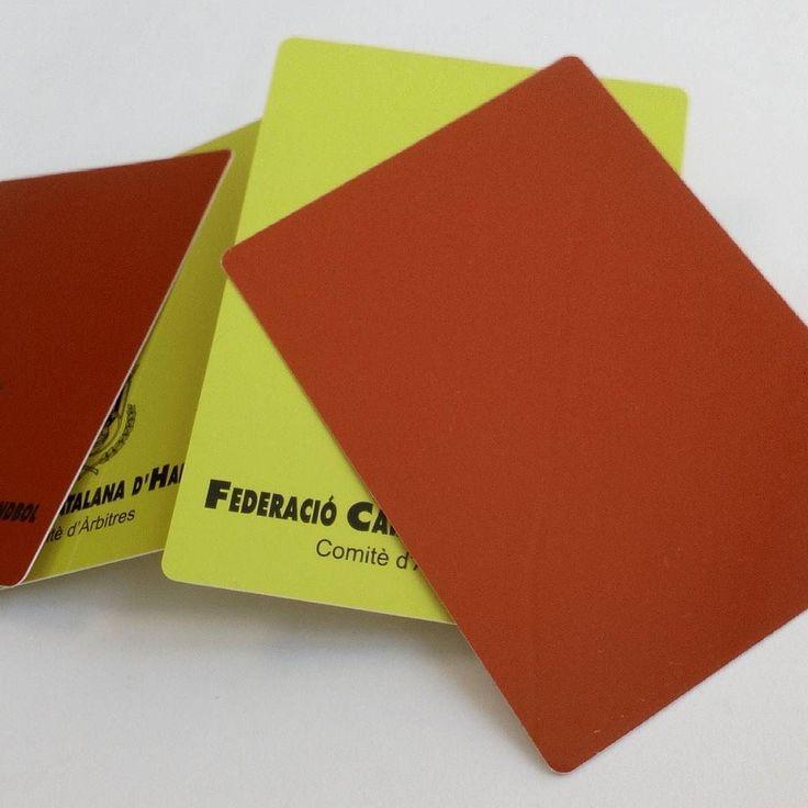 Al que se pase de la raya.... Tarjeta roja.. #arbitros también tarjetas para Árbitros en PVC. . . Pedidos por web: centralimpresion.com . Teléfono /WhatsApp: 655599771. Envíos a toda España.  Fabricamos tarjetas de pvc metálicas en todas sus formas acabados y tecnologías.  Lo que te imagines lo hacemos realidad. Tarjetas desde 004 Ubicados en Figueres - Girona. . . .  Sectores con los que más trabajamos;  #futbol #farmacia #restaurante #moda #ropa #eventos #tarjetasdevisita #fotografia…