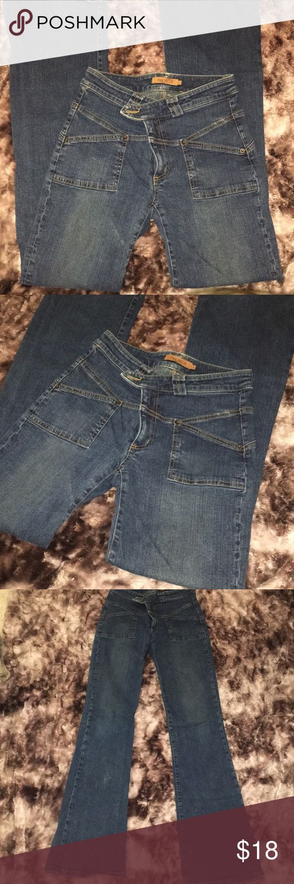 """Arden b. Jeans size 2 Vintage Arden B.   In great condition!!! They are a high rise with a boot cut.  Stretch denim!  Inseam 33"""" Boot cut 9"""" Arden B Jeans Flare & Wide Leg"""