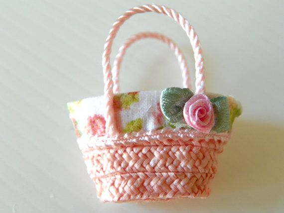 dollhouse miniature straw bag via Etsy