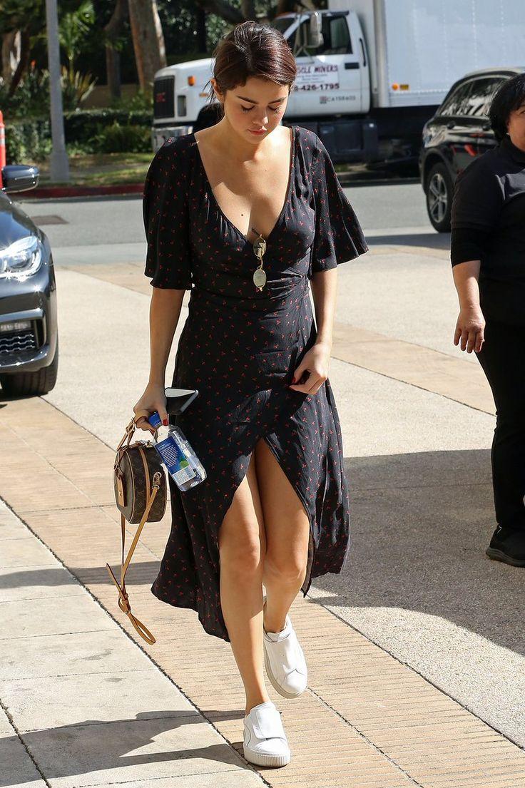 "Selena Gomez Source en Twitter: "" | Selena Gomez out in Los Angeles shopping… """