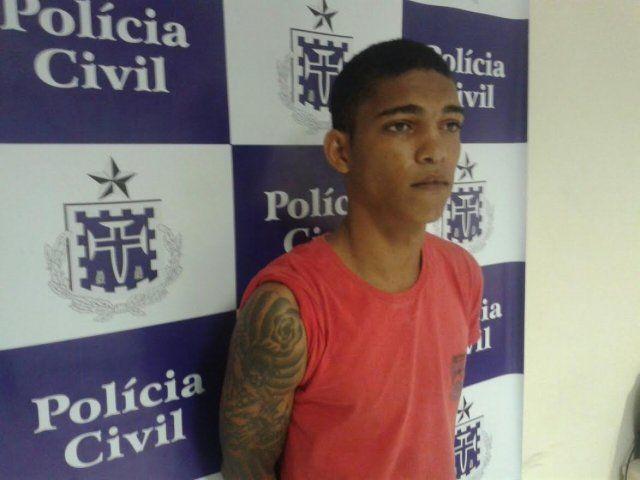 #LEIAMAIS WWW.OBSERVADORINDEPENDENTE.COM FEIRA DE SANTANA: PM prende fugitivo de São Félix que agrediu policial e roubou viatura