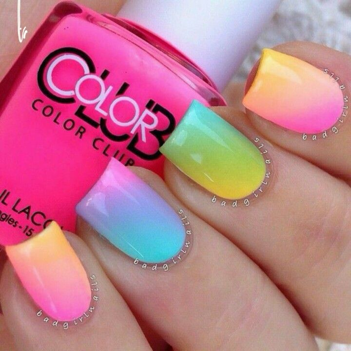 This nail art is perfect for summer, the gradient colors are really pretty ;)