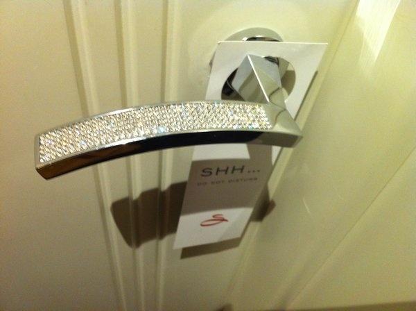 Diamond encrusted door handle luxurious lifestyle for Beautiful door handles