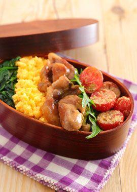 ごはんがすすむ甘辛い味付けの豚の照り焼き・卵そぼろ・ほうれん草のお浸しで3色弁当を作ります。