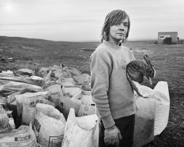 Chris Killip, Boo and his rabbit, Lynemouth, 1983