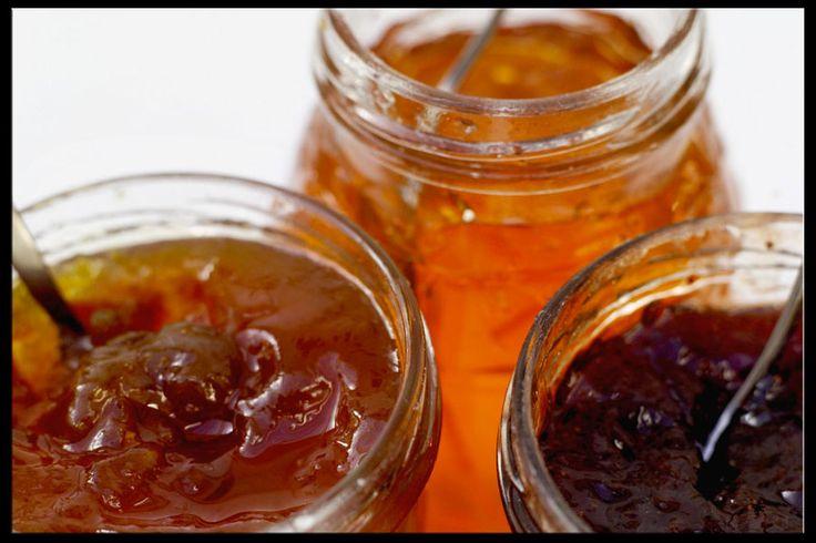 #confettura #marmellata #gelatina... Facciamo un po' di chiarezza!  n.1: LA CONFETTURA  Si intende una crema cotta di zucchero e #frutta di vario tipo, che non sia agrume. Non può contenere meno del 20% di frutta, ma le nostre ne contengono molta.. molta di più  Scoprile QUI! http://bit.ly/104jUxM #cucinatoscana #cucinaitaliana #madeinitaly #gusto #cibo #dolci