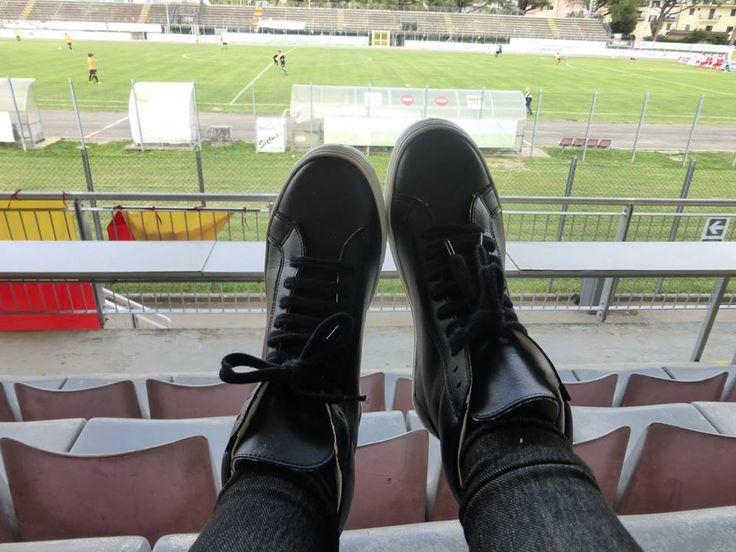 Evelina del team di Stiletico calza le sue nuove sneakers by Wills.