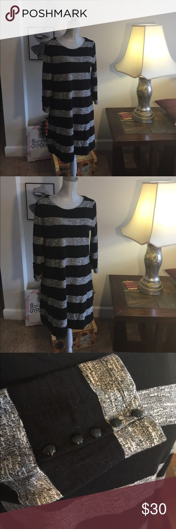 J crew long sleve dress strips Long sleeve cotton dress with bottom detail on the sleeves J Crew Dresses Long Sleeve