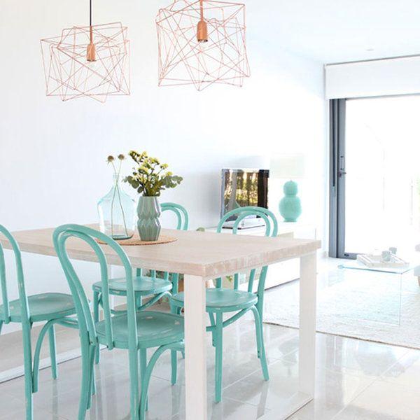 Un apartamento cómodo, práctico pero muy bonito. Laura, su propietaria, tenía claro lo que quería conseguir con la decoración. La luz es protagonista, los muebles están bien escogidos y la paleta...