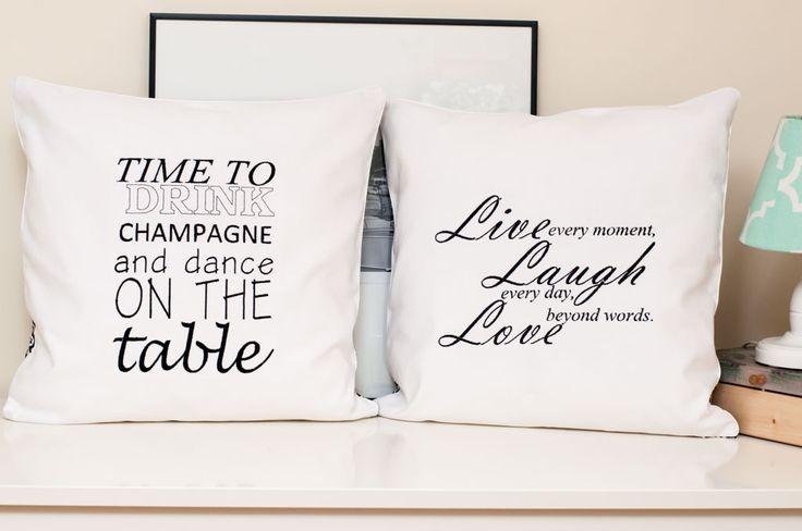 Poduszka w czarno-biale wzory Live Love