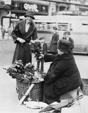 Amelia Earhart buying flowers. After journeying to London from Londonderry, Ireland, where she landed after spanning the Atlantic Ocean alone, Mrs. Amelia Earhart Putnam toured the English capital. Here she is buying flowers from a seller in Piccadilly Circus http://www.corbisimages.com/stock-photo/rights-managed/U189074ACME/amelia-earhart-buying-flowers