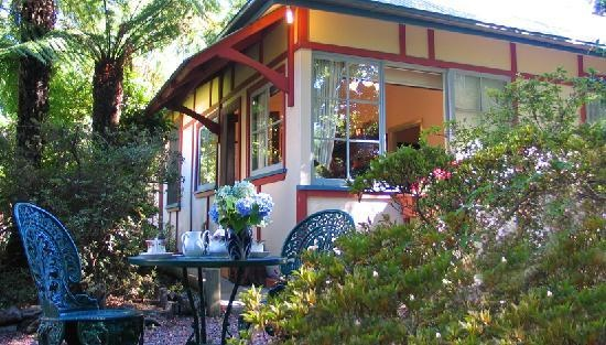 Google Image Result for http://media-cdn.tripadvisor.com/media/photo-s/01/56/f2/1e/secrets-hideaway-cottage.jpg  Blackheath.  We stayed here for 3 nights in 2011 and enjoyed the peaceful atmosphere . The suite was immaculate and beautifully furnished with the feel of an old world charm. Upon arrival we were delighted to find the most delicious home made bread from the two hosts who were extremely helpful and friendly. We had the Chauffeur,s Suite that was decorated very tastefully. Total…